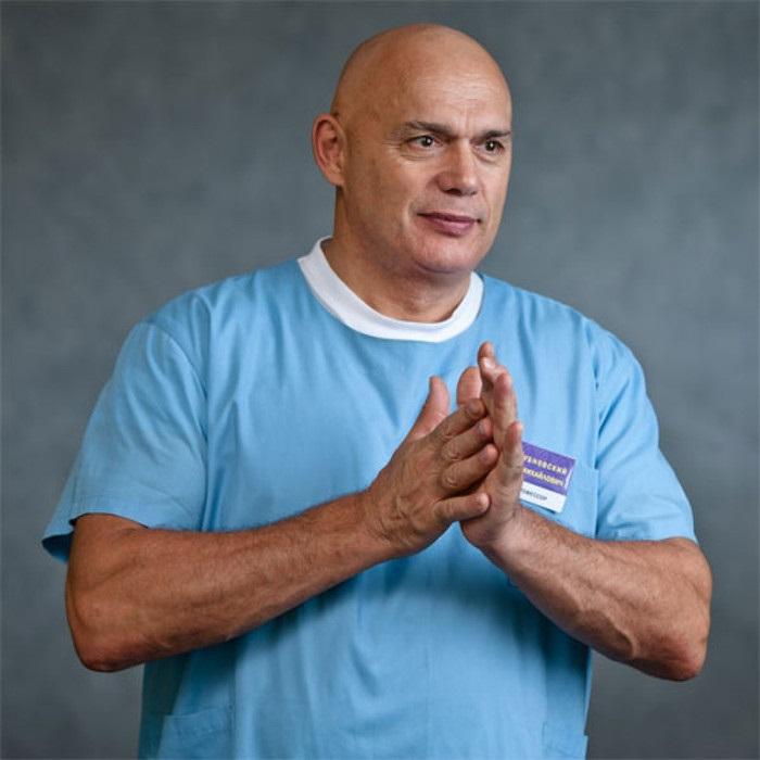 Доктор Бубновский: «Пока не лопнул ни один сосуд в мозгу, заклинаю!» Возьми стул…