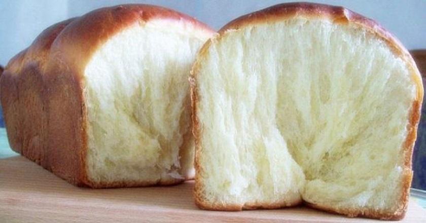 Молочный хлеб получается настолько мягким и нежным, что напоминает сладкую вату