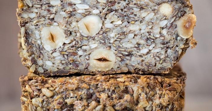 Пеку особенный домашний хлеб без муки и дрожжей, съедаем всё до крошки.