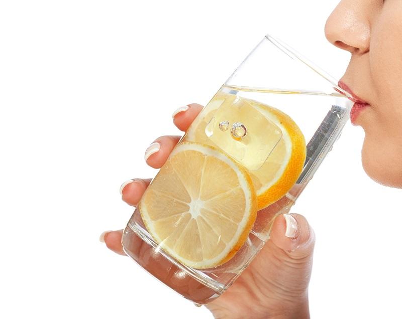 «Пей теплую воду с лимоном натощак, но! Не допускай этой губительной ошибки, ее делают многие пьющие…».