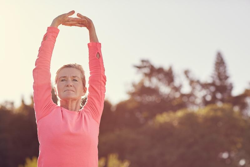 Золотая тройка гимнастических упражнений от Мантэк Чиа: омоложение кожи лица в первую очередь.