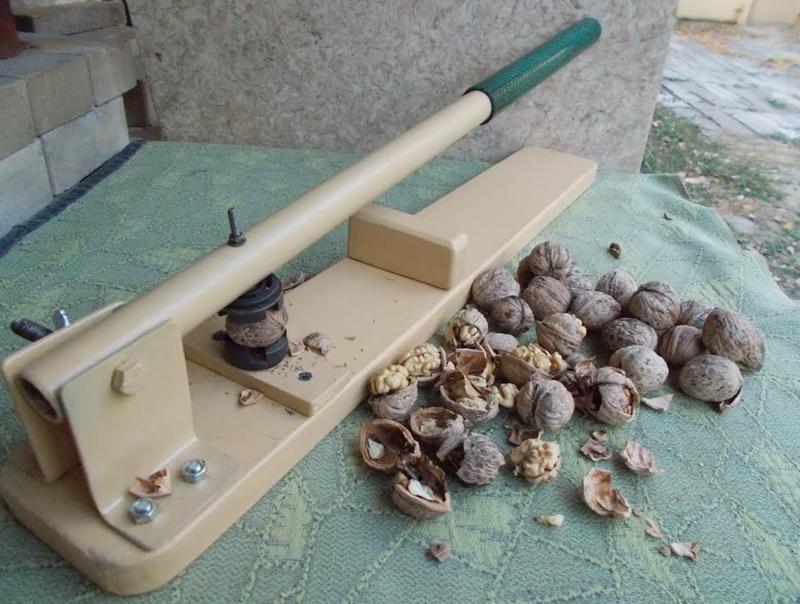 Как расколоть грецкий орех, не повредив ядро