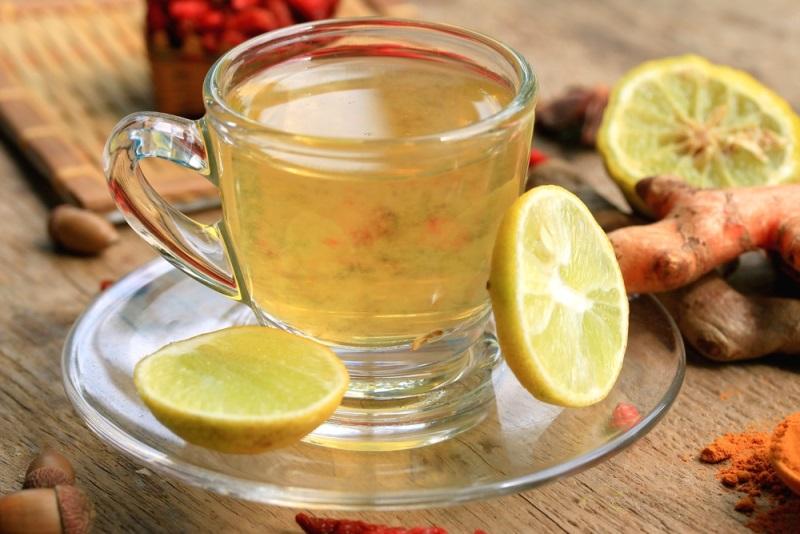 «Лимонная вода с куркумой: стакан утром, и весь день сияю. Всем простого человеческого счастья!».