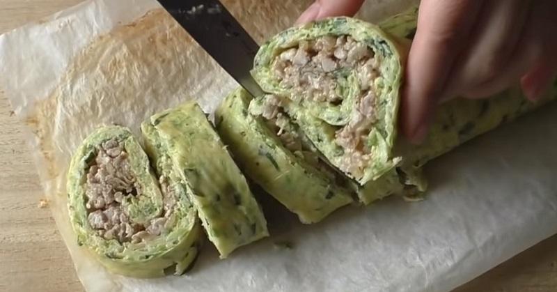Обалденный кабачковый рулет с изобилием куриного фарша: проще и вкуснее оладий.