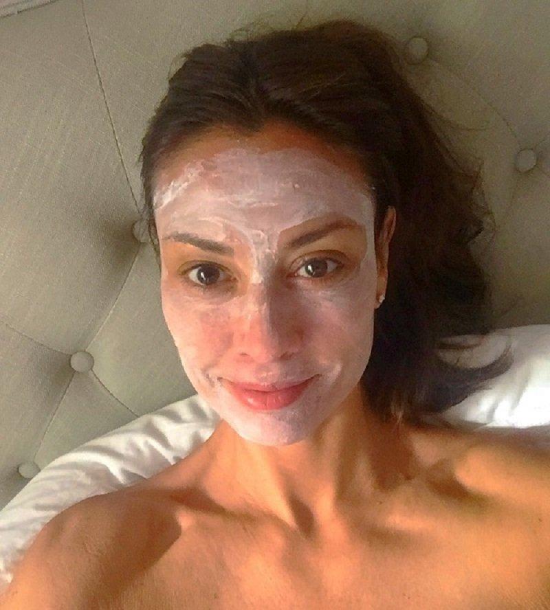 Ей далеко за 60, а ее лицо не знает ни морщин, ни обвисших щек! Завидуют даже молоденькие