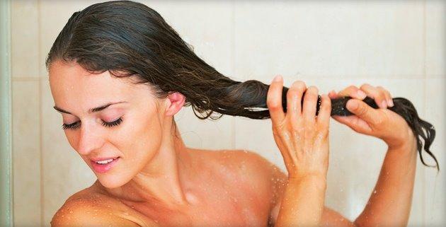Вот как на самом деле нужно мыть голову: советы трихолога.