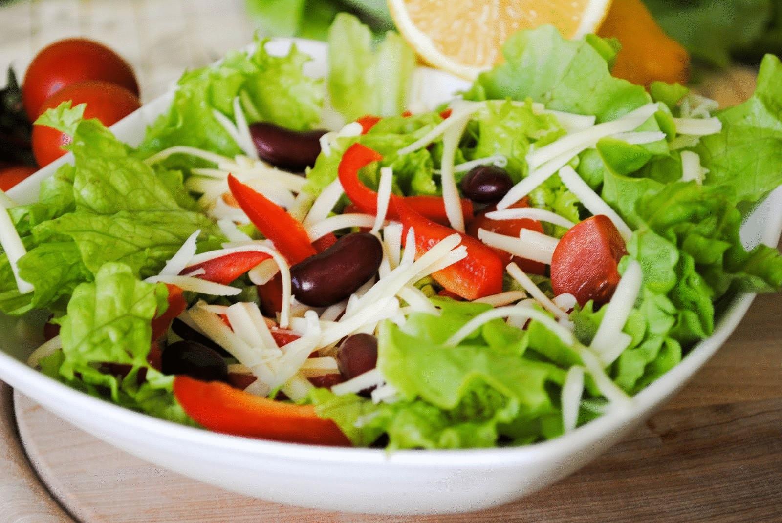 Как правильно питаться летом: 5 важных советов диетолога