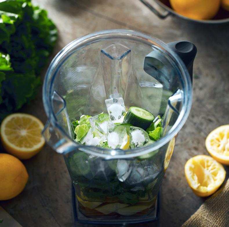 Зеленый коктейль из 6 ингредиентов